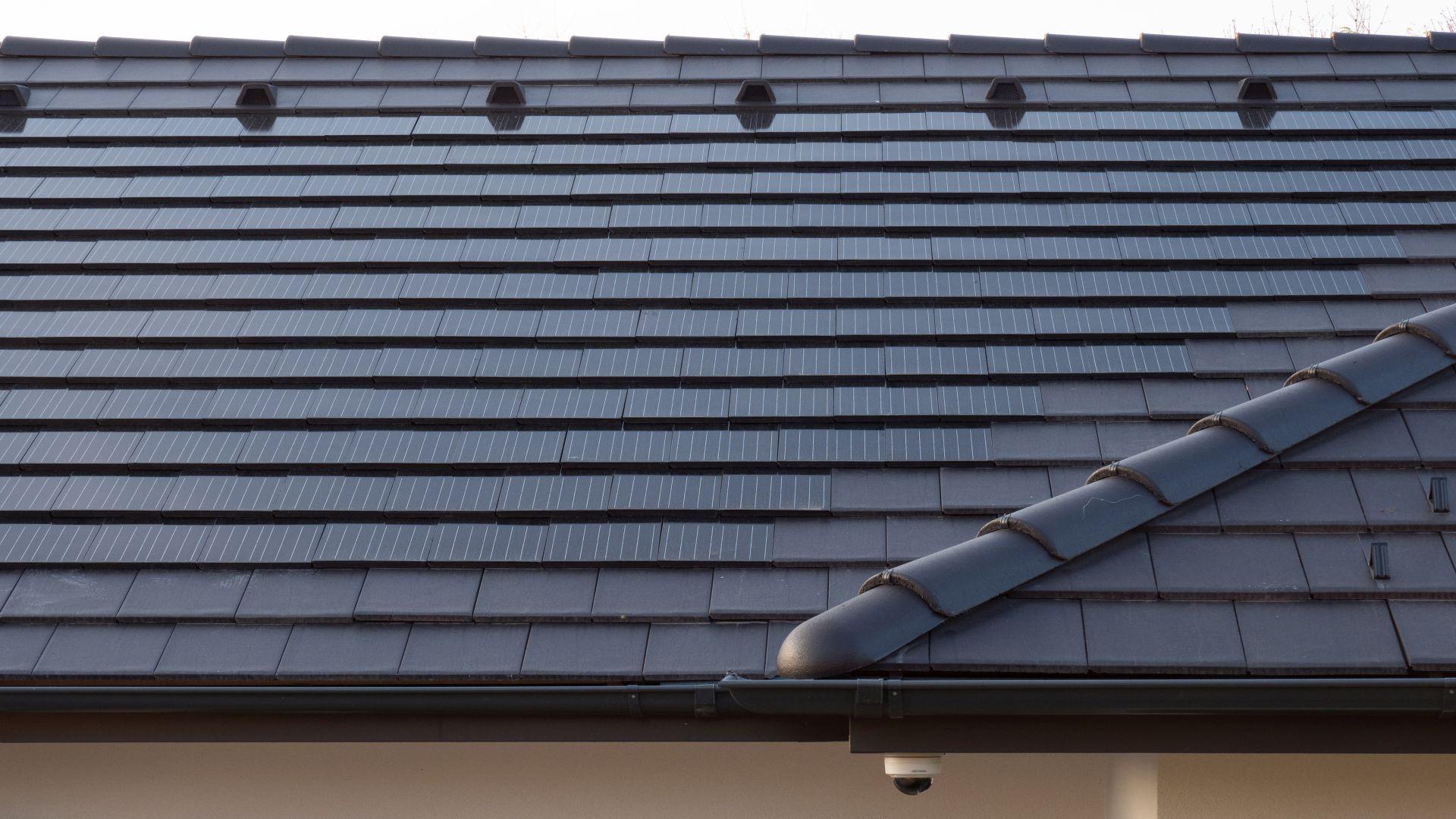 Generon napelemes tetőcserép