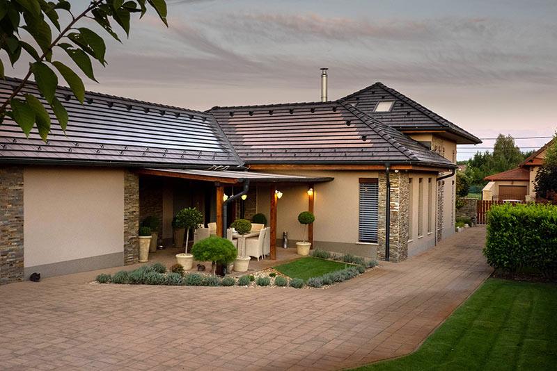 Környezettudatos, napelemes tetőcserép